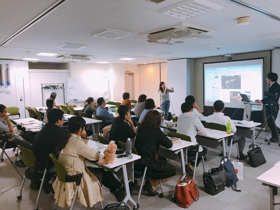 鍋坂樹伸さんとWebデザイナーゆっきーさんによるフォトディレクションの様子